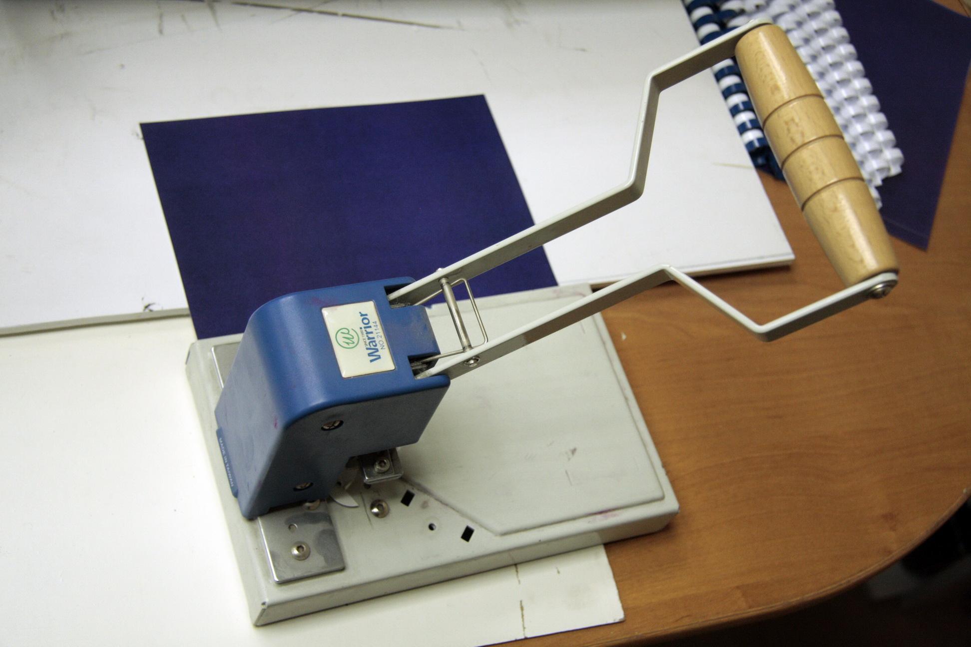 Обрезчик углов AD-1 (Warrior 21144) | Новосибирская цифровая типография